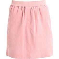 Second Female ADINA SKIRT Spódnica trapezowa blush. Czerwone spódniczki skórzane marki Second Female, l, trapezowe. W wyprzedaży za 569,40 zł.