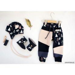Spodnie męskie: BABY SHOWER SET Jelonki -spodnie czapka bambosze