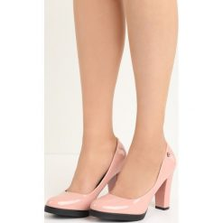 Różowe Czółenka Empress. Czerwone buty ślubne damskie Born2be, z okrągłym noskiem, na niskim obcasie, na obcasie. Za 59,99 zł.
