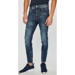 Guess Jeans - Jeansy Charlie. Szare jeansy męskie slim marki Guess Jeans, l, z aplikacjami, z bawełny. Za 459,90 zł.