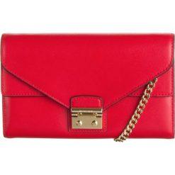 """Torebki klasyczne damskie: Skórzana torebka """"Sloan"""" w kolorze czerwonym – 20,3 x 12,7 x 2,5 cm"""