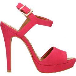 Sandały YAMAYA. Czerwone sandały damskie Gino Rossi, z nubiku, na wysokim obcasie, na platformie. Za 249,90 zł.