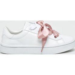 Skechers - Buty. Szare buty sportowe damskie Skechers, z gumy. W wyprzedaży za 259,90 zł.