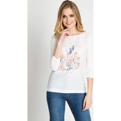 Bluzki damskie: Biała bluzka z nadrukiem QUIOSQUE