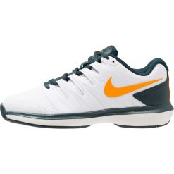 Nike Performance AIR ZOOM PRESTIGE HC Obuwie multicourt white/orange peel/midnight spruce/phantom. Białe buty do tenisu damskie Nike Performance. Za 419,00 zł.