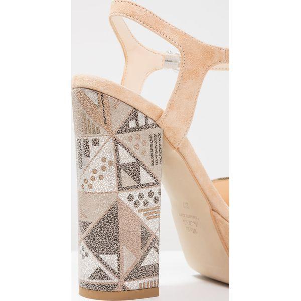 8778ccf72b480 MAI PIÙ SENZA Sandały na obcasie sabbia - Brązowe sandały damskie ...