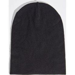 Czapka - Czarny. Czarne czapki zimowe damskie marki Sinsay. Za 14,99 zł.