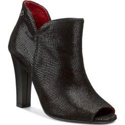 Botki CARINII - B3385  Teius Nero. Czarne buty zimowe damskie Carinii, ze skóry, na obcasie. W wyprzedaży za 219,00 zł.