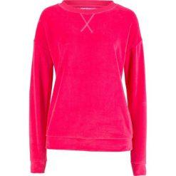 Bluza z dzianiny welurowej nicki bonprix różowy hibiskus. Czerwone bluzy damskie bonprix, z dzianiny. Za 74,99 zł.