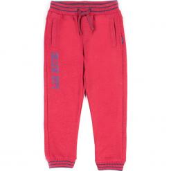 Spodnie. Czerwone chinosy chłopięce HIGH 5, z nadrukiem, z bawełny. Za 49,90 zł.