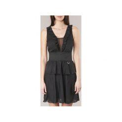 Sukienki krótkie Versace Jeans  D2HRA446. Sukienki małe czarne marki Versace Jeans, z jeansu, z krótkim rękawem. Za 1087,20 zł.