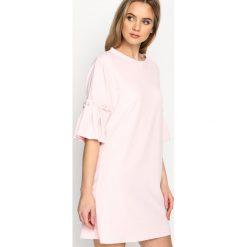 Różowa Sukienka Pleated Sleeves. Fioletowe sukienki mini marki Reserved, z falbankami. Za 64,99 zł.