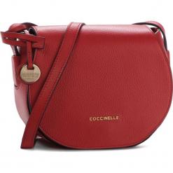 Torebka COCCINELLE - DF8 Clementine Soft E1 DF8 15 02 01 Coquelicot R09. Czerwone listonoszki damskie marki Coccinelle, ze skóry, zdobione. Za 999,90 zł.