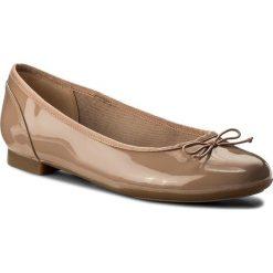 Baleriny CLARKS - Couture Bloom 261339924 Nude Patent. Brązowe baleriny damskie Clarks, z materiału. W wyprzedaży za 199,00 zł.