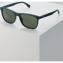 Lacoste Okulary przeciwsłoneczne matte green. Zielone okulary przeciwsłoneczne męskie wayfarery Lacoste. W wyprzedaży za 374,25 zł.