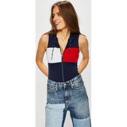 Tommy Hilfiger - Top. Czerwone topy damskie marki WED'ZE, xl, z elastanu, z kapturem. W wyprzedaży za 379,90 zł.