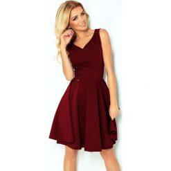 Bordowa Sukienka Elegancka Rozkloszowana na Szerokich Ramiączkach. Czerwone sukienki balowe Molly.pl, na imprezę, l, z tkaniny, z kopertowym dekoltem, na ramiączkach, dopasowane. Za 159,90 zł.