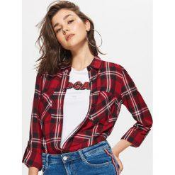 Koszula w kratę - Czerwony. Czerwone koszule damskie marki Cropp, l. W wyprzedaży za 29,99 zł.