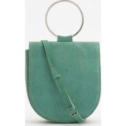 Skórzana torebka z okrągłym uchwytem - Zielony. Białe torebki klasyczne damskie marki Reserved, l, z dzianiny. Za 249,99 zł.