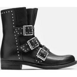 Czarne kozaki niskie. Czarne buty zimowe damskie marki Kazar, z futra, przed kolano, na wysokim obcasie, na koturnie. Za 699,00 zł.
