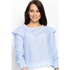 Niebieska Bluzka Lace Back. Białe bluzki ażurowe marki Born2be, s, z koronki, z dekoltem na plecach, z długim rękawem. Za 49,99 zł.