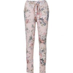 Spodnie dresowe damskie: Spodnie dresowe z nadrukiem bonprix jasnoróżowy z nadrukiem