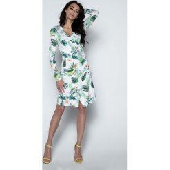 Sukienki: Biała Sukienka Wizytowa Kopertowa z Tropikalnym Motywem