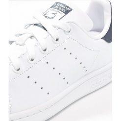 Adidas Originals STAN SMITH Tenisówki i Trampki run white/new navy. Białe tenisówki damskie marki adidas Originals, z materiału. Za 389,00 zł.