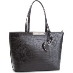 Torebka GUESS - HWCR66 93230 BLA. Czarne torebki klasyczne damskie Guess, z aplikacjami, ze skóry ekologicznej, duże. Za 629,00 zł.