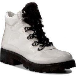 Trapery STEVE MADDEN - Asur Bootie 91000583-07040-02001 White. Białe buty zimowe damskie marki Steve Madden, z materiału. W wyprzedaży za 309,00 zł.