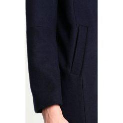 Second Female ANISTON  Płaszcz wełniany /Płaszcz klasyczny navy. Niebieskie płaszcze damskie wełniane Second Female, m, klasyczne. W wyprzedaży za 944,25 zł.