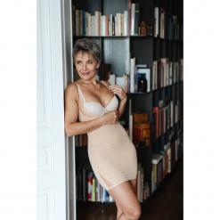 Modelująca sukienka w kolorze cielistym. Brązowe sukienki balowe marki Scottage, w koronkowe wzory, z koronki. W wyprzedaży za 68,95 zł.