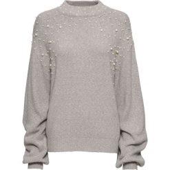 Sweter dzianinowy z perełkami bonprix szary melanż. Szare swetry klasyczne damskie bonprix, z dzianiny. Za 99,99 zł.