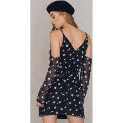 Lioness Sukienka z odkrytymi ramionami - Black,Multicolor. Niebieskie sukienki z falbanami marki Reserved, z odkrytymi ramionami. W wyprzedaży za 72,89 zł.