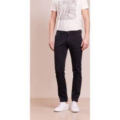 Chinosy męskie: BOSS CASUAL SLIM  Spodnie materiałowe black