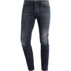 DRYKORN JAZ Jeansy Slim Fit blue. Niebieskie jeansy męskie relaxed fit marki DRYKORN, m, z dekoltem karo. W wyprzedaży za 503,20 zł.
