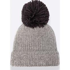 Tally Weijl - Czapka AHATALTAL. Szare czapki zimowe damskie TALLY WEIJL, na zimę, z dzianiny. W wyprzedaży za 24,90 zł.