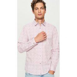 Koszula w drobny wzór - Różowy. Czerwone koszule męskie marki Reserved, m. Za 89,99 zł.