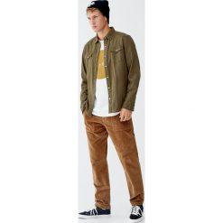 Koszula jeansowa w kowbojskim stylu. Brązowe koszule męskie jeansowe Pull&Bear, m, z długim rękawem. Za 89,90 zł.