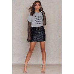 T-shirty damskie: Vanessa Moe x NA-KD T-shirt Painkiller – Grey