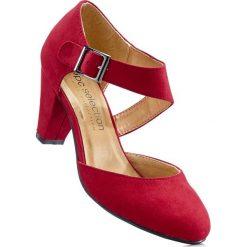 Czółenka z paskiem bonprix czerwony. Czerwone buty ślubne damskie marki bonprix, z materiału, na obcasie. Za 74,99 zł.