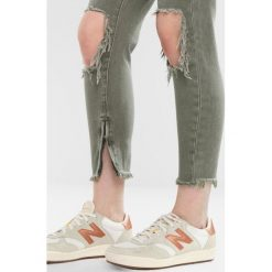 One Teaspoon SUPER KHAKI HIGH WAIST FREEBIRDS SKINNY PANT Jeans Skinny Fit super khaki. Brązowe jeansy damskie One Teaspoon, z podwyższonym stanem. W wyprzedaży za 408,85 zł.