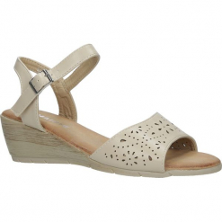 Beżowe sandały ażurowe na koturnie Casu CJ-12. Brązowe sandały damskie marki Casu, w ażurowe wzory, na koturnie. Za 49,99 zł.