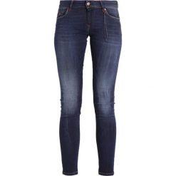 Kaporal LOKA Jeansy Slim Fit kobalt. Szare jeansy damskie Kaporal, z bawełny. W wyprzedaży za 231,20 zł.