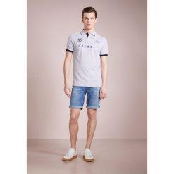 BOSS CASUAL Szorty jeansowe blau. Niebieskie spodenki jeansowe męskie marki BOSS Casual, casualowe. W wyprzedaży za 349,30 zł.