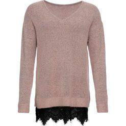 Sweter z koronką bonprix stary jasnoróżowy melanż. Czerwone swetry klasyczne damskie bonprix, z koronki, z dekoltem w serek. Za 74,99 zł.