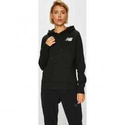 New Balance - Bluza. Czarne bluzy z kapturem damskie marki New Balance, l, z nadrukiem, z bawełny. W wyprzedaży za 199,90 zł.
