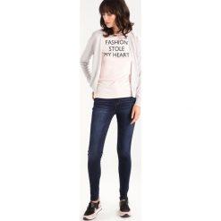 Abercrombie & Fitch HIGH RISE SUPER  Jeans Skinny Fit dark. Niebieskie jeansy damskie relaxed fit Abercrombie & Fitch, z bawełny. Za 369,00 zł.
