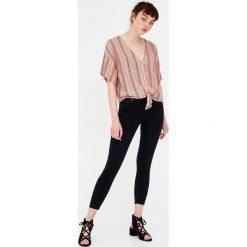 Jeansy skinny fit capri. Szare jeansy damskie marki Pull & Bear, okrągłe. Za 49,90 zł.