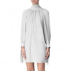 Sukienka w kolorze jasnoszarym. Szare sukienki mini marki BOHOBOCO, z golfem, proste. W wyprzedaży za 749,95 zł.